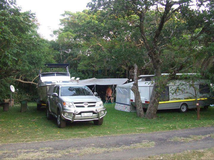 Richardsbaai Karavaanpark het 'n 4 ster gradering en is geleë aan die idilliese subtropiese kus van Kwazulu-Natal. Die skaduryke kampterrein is 'n absolute voëlparadys en bied 'n wonderlike keuse vir 'n kamp-vakansie. Doen gerus navraag oor die spesiale pakkette vir pensioenarisse. Teerpad tot by die oord. Troeteldiere word toegelaat buite seisoen -