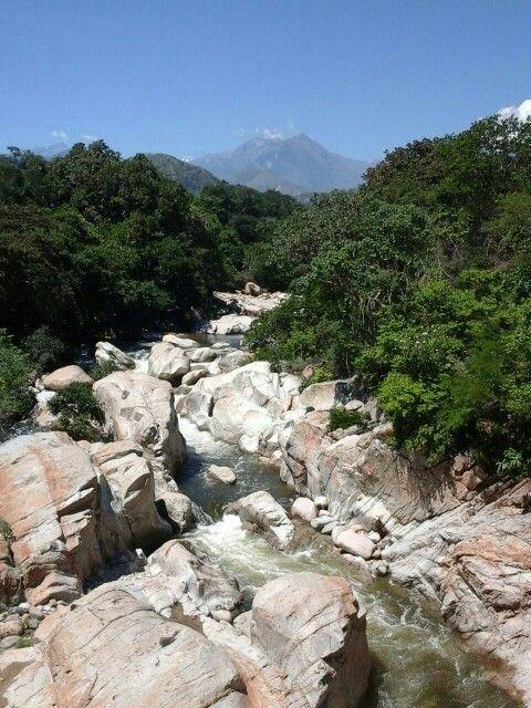 Rio Badillo con la Sierra Nevada al fondo. Valledupar Cesar Colombia