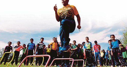 Tindakan Tak Profesional  Kuala Lumpur Bekas atlet negara yang kini bergelar jurulatih Nazmizan Mohamad menyelar tindakan Kesatuan Olahraga Malaysia kerana tidak profesional Tegasnya KOM tidak tulus dalam isu pemilihan atlet yang akan mengibarkan cabaran ke temasya ... Readmore: http://babab.net/feed/ http://ift.tt/2t87tmB Readmore: http://ift.tt/2tvklny http://ift.tt/2tHKFLL http://ift.tt/2tp9hsx