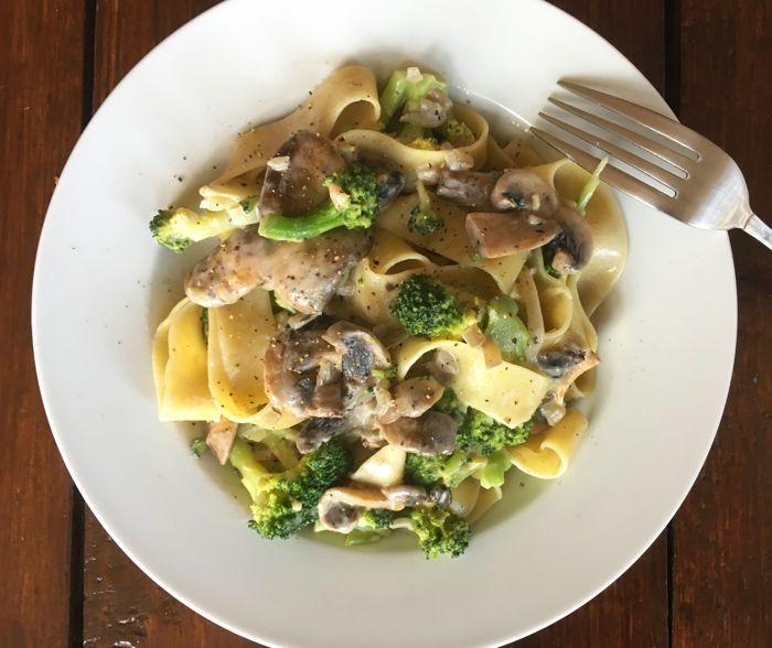 Deze Papardelle met champignons en broccoli voor 1 persoon is makkelijk te maken en is snel klaar. De tijm geeft een bijzondere smaak aan dit gerecht,