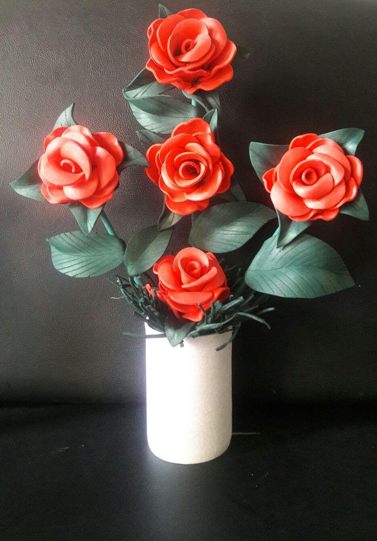 Arreglo de rosas en foami o goma eva Para mama