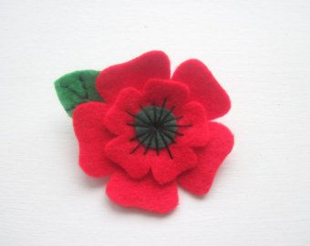 Small Poppy Brooch Christmas Flower Brooch by GracesFavours