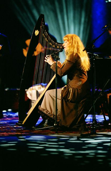 Loreena McKennit e la sua fantastica arpa .... The rich Irish imagination spills out into everything: the wordsmithing, the music, the landscape