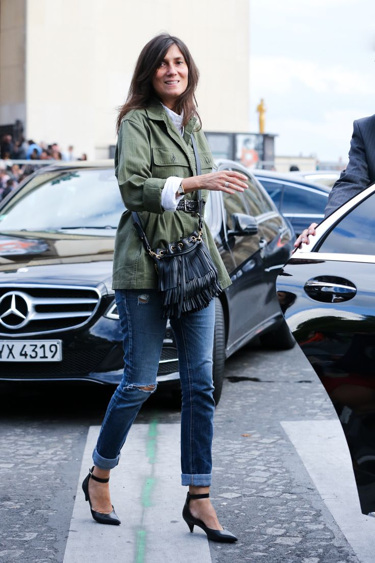 Emmanuelle Alt effortlessly cool in distressed jeans, khaki jacket & w/ fringe back #StreetStyle