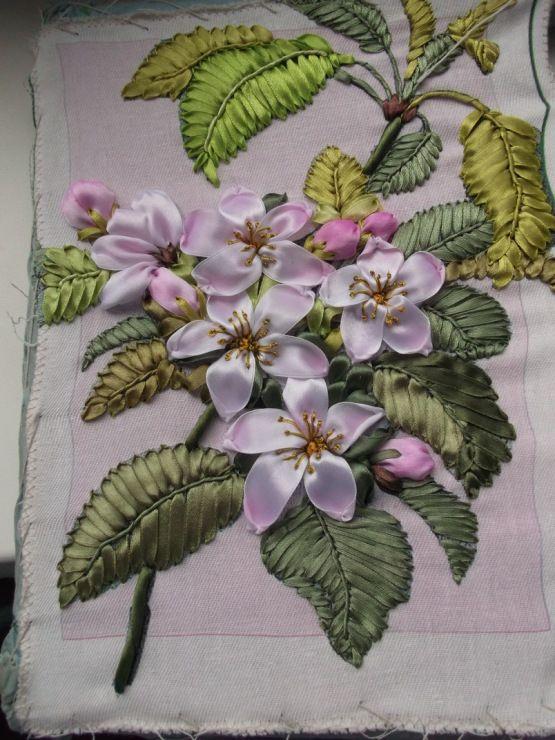 Нежнейшие цветы, вышитые лентами