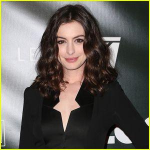 Anne Hathaway en Conversaciones para Reemplazar Amy Schumer en 'Barbie' de Película