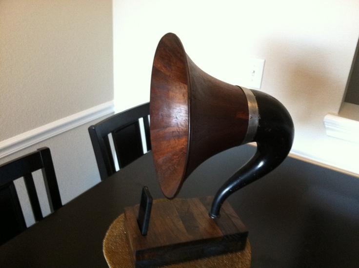 Acoustic  iPhone Speaker Dock Utilizing a Vintage Wooden Gramaphone