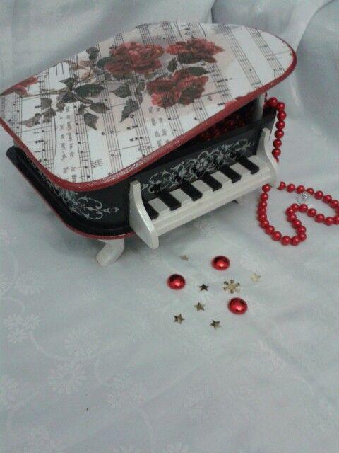 Ahşap boyama piyano dekopaj