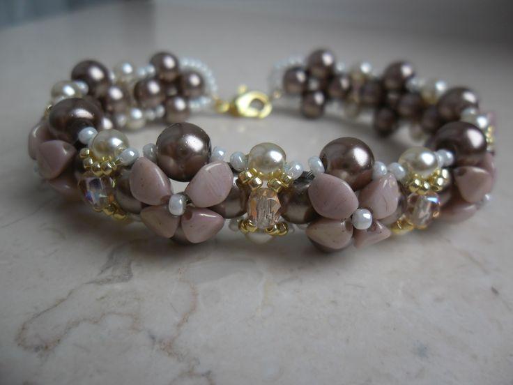 Bracciale Isabella realizzato con le nuove pinch beads, perle, rocailles e mezzicristalli. TUTORIAL: https://www.youtube.com/watch?v=K5htKDTSzt0