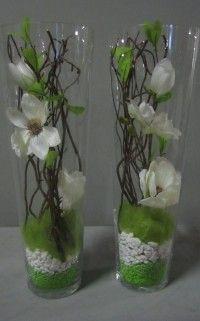 Leuk om zelf te maken met decoratie takken, zijde bloemen ,decoratiesteentjes en…