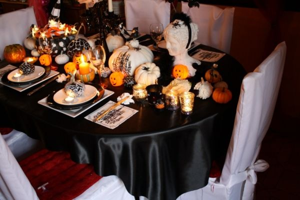 table de f te une d co d 39 halloween chic et glamour halloween chic et d co. Black Bedroom Furniture Sets. Home Design Ideas