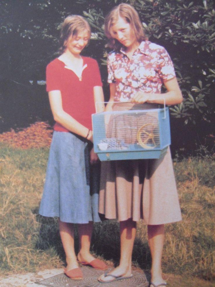 Lady Diana Spencer holding her hamster cage (1960s) http://elblogdemalules.blogspot.com.es/2013/06/los-royals-y-sus-mascotas.html!