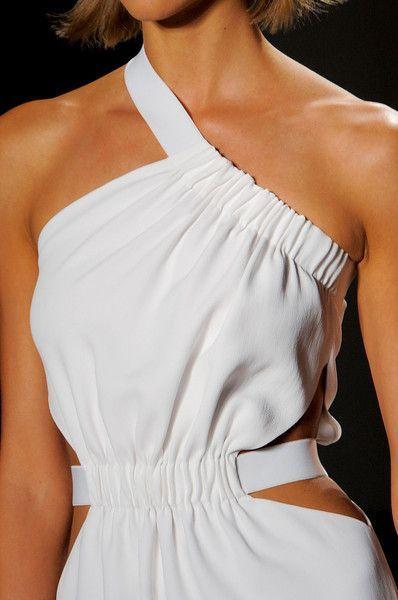 White cutout dress. Cushnie et Ochs Spring 2014 - Details