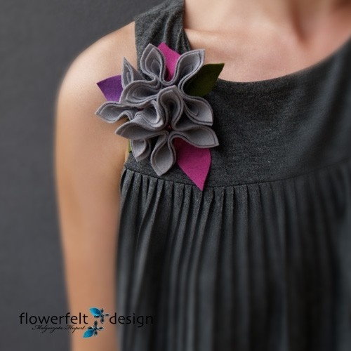 Flower felt brooch (made using felt cut in squares)