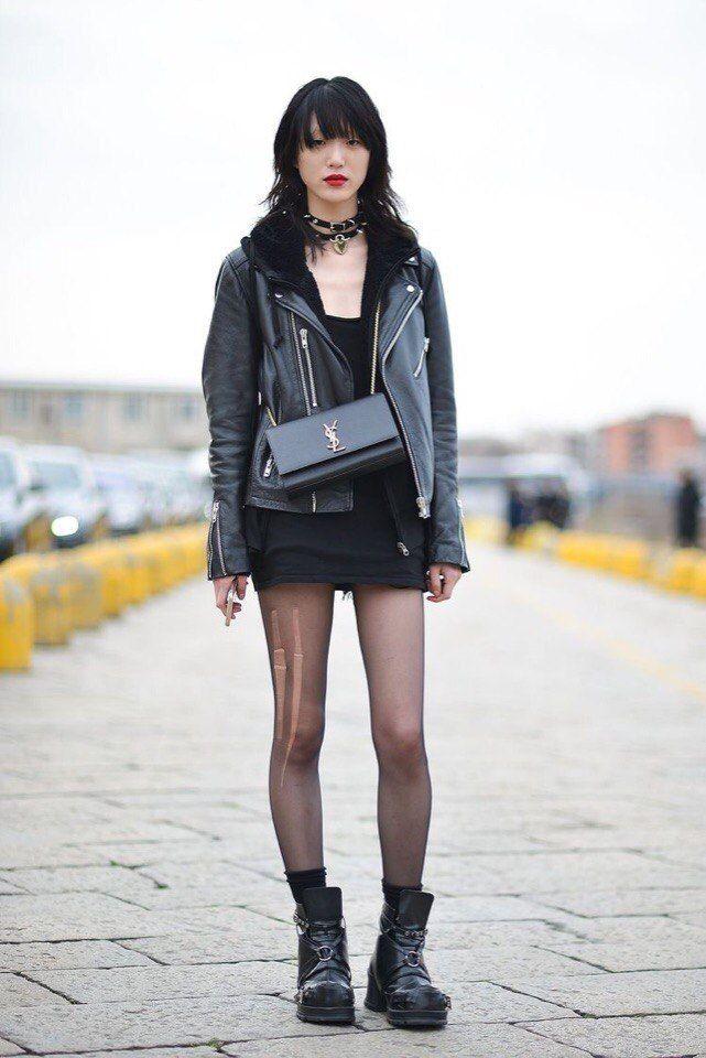 """Хочу поделиться образами модели Sora Choi ,чья популярность взлетела после участия в шоу """"Топ-модель по-корейски"""". Стиль этой девушки своеобразен и груб,черные волосы и чёрный цвет,преобладающий в одежде,дополняют ауру Соры ♡"""
