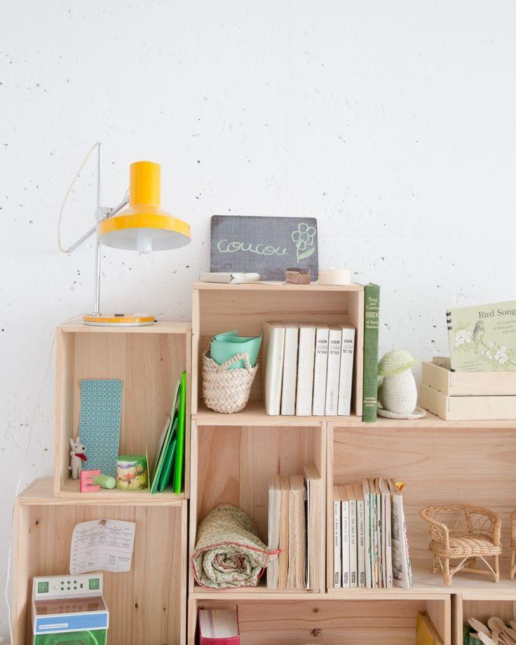 1000 id es sur le th me tag re livres en caisse sur pinterest cageots tag res et caisses. Black Bedroom Furniture Sets. Home Design Ideas