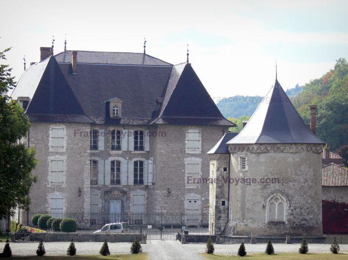 Château+du+Touvet:+Chapelle+et+façade+du+château+;+sur+la+commune+de+Le+Touvet,+dans+le+Grésivaudan - France-Voyage.com