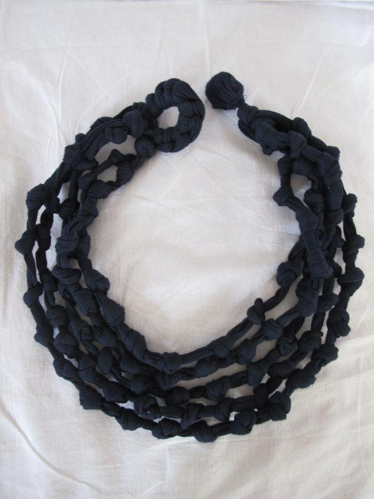 collana fettuccia blu con nodi : Collane di giovanna-cargnelli