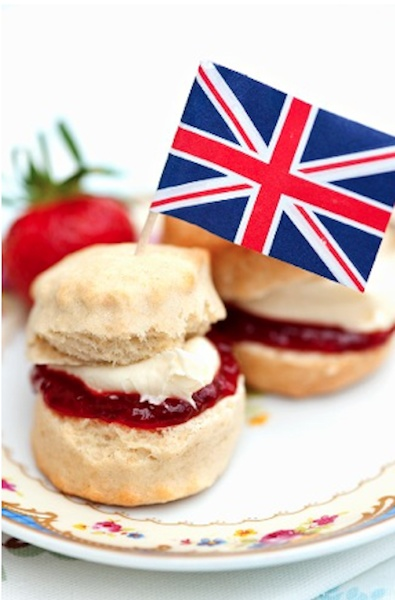 The English culture strikes again ! Here are some scones with strawberry Jam