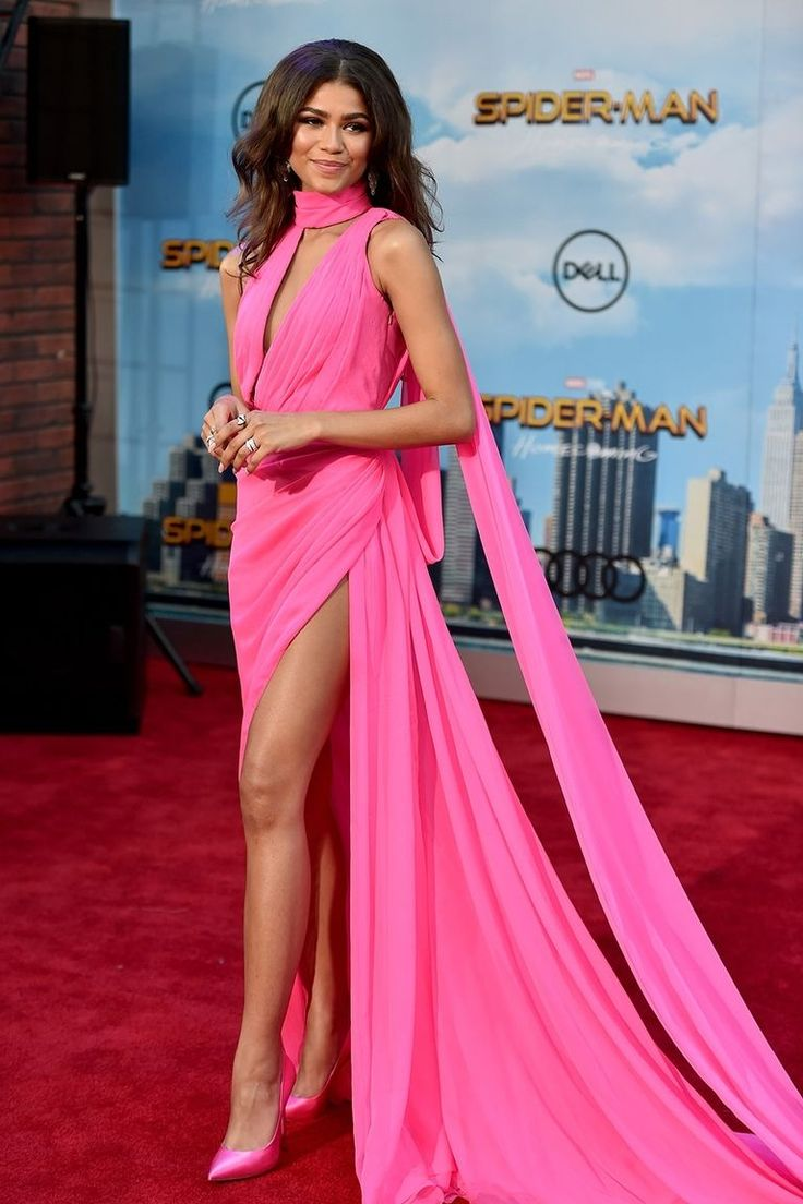 Zendaya looks beautiful in hot pink gown