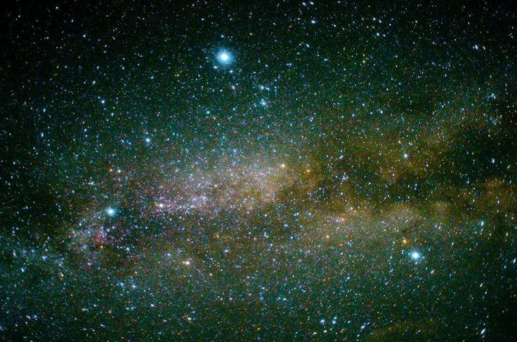 上部中央が彦星。右下が織姫。間に天の川。2013.7.7