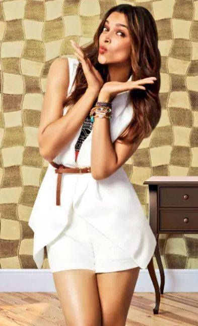 Deepika padukone in hot short white dress (393×645)