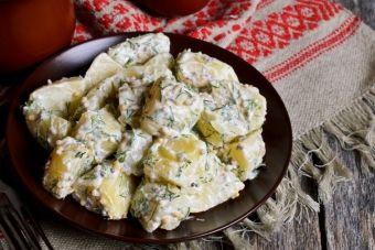 Salade de pommes de terre avec vinaigrette ranch