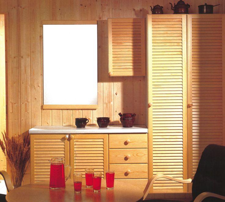 Mäntysäleovet tuovat perinteistä saunatunnelmaa 1980-luvun kylpyhuoneessa. Kuva: Ido