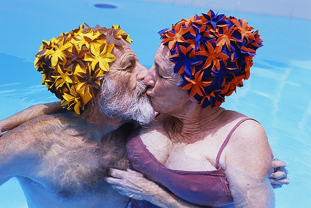 more fun when shared! love those bathing caps!: A Kiss, Swimming Pools, Sweet, Couple Kissing, Photographer 3, People, Cap Kiss