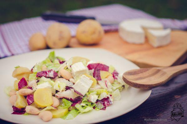 Farmářský bramborový salát s fazolemi a kozím sýrem