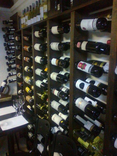 Catar  vinos es una muestra de arte, buen gusto y diversión con amigos.