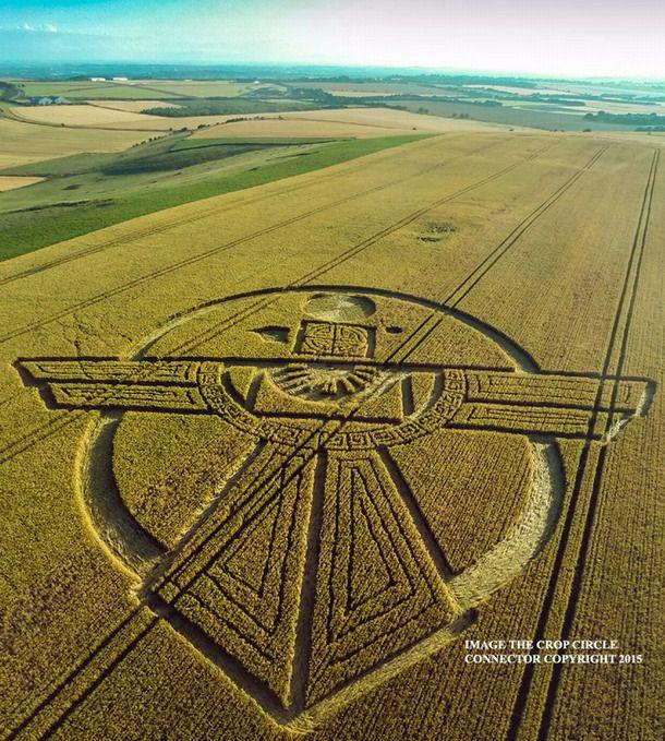 Misterioso Crop Circle aparecen en Wiltshire, Reino Unido Noticias misteriosas increíbles extrañas de ovnis y extraterrestres Noticias misteriosas, increíbles, ovnis, extraterrestres