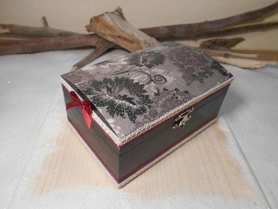 Handmade wooden box Vintage black box Victorian box by Zozelarium