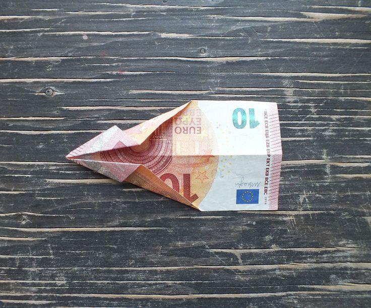 3. Schritt: Geld-Fisch falten