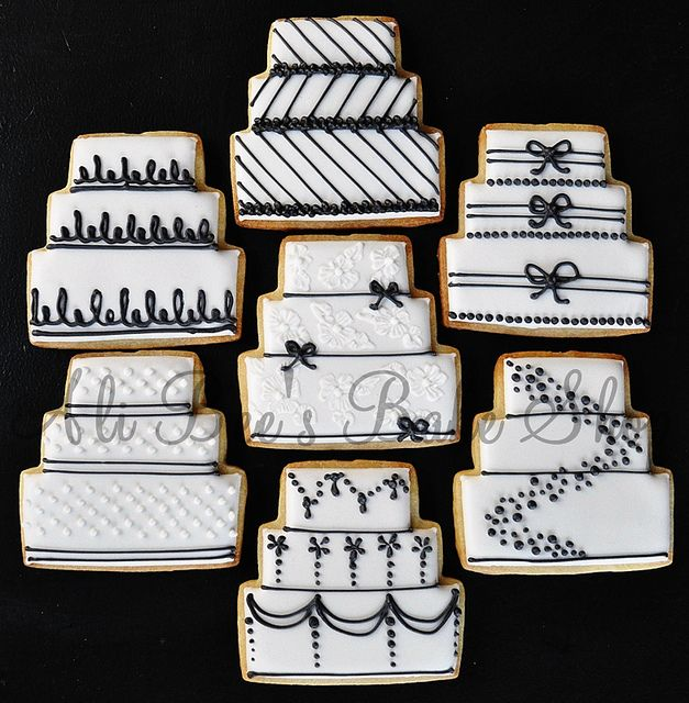Black and White Cakes by Ali Bee's Bake Shop, via Flickr