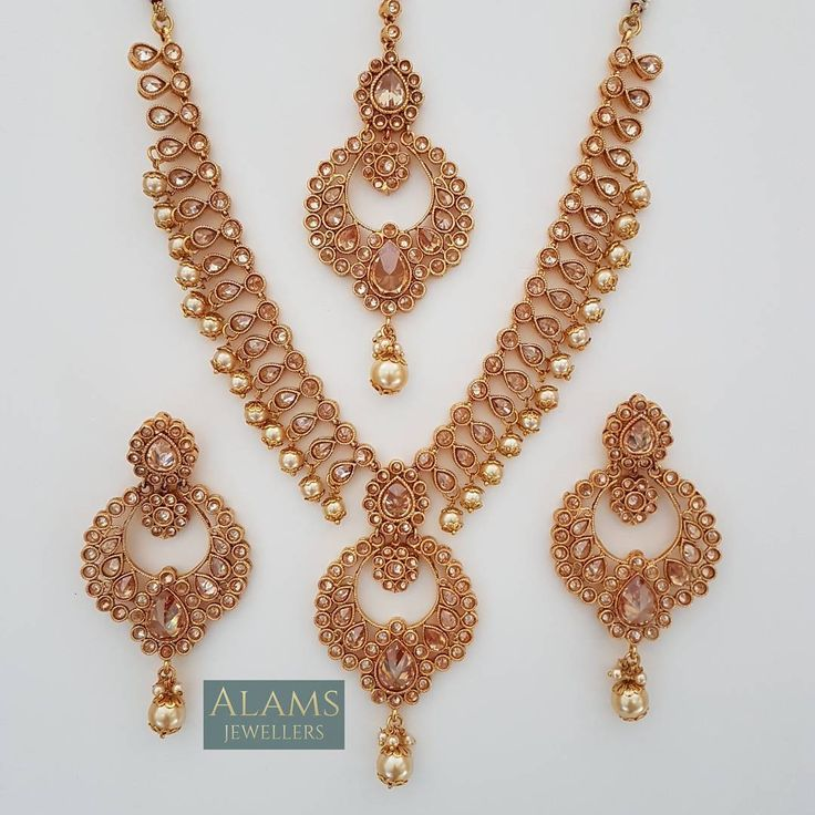 • Stunning bridal set. £55 with free postage and packaging. Please DM with your enquiries. #alamsjewellers #jewellery #indianjewelley #asianjewellery #indianbride #bangladeshibride #gold #bangles #mala #necklace #tikka #tikli #earrings #jhumar #hudabeauty #zukreat #vintage #antique #mua