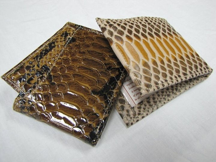 Special Python Wallet: Fuera de lo común. Exótica para los amantes de los diseós de serpiente. Ésta es para ti.