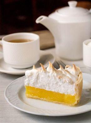 Он же - легендарный американский Lemon Meringue Pie. Сразу скажу, что десерт этот очень сладкий, поэтому есть его нужно дозированно (по крайней мере, на мой вкус) и с несладким чаем. В принципе, можно попробовать сократить количество сахара в лимонной части - меренгу лучше в этом плане не трогать, потому что мы помним про рекомендованные пропорции [...]