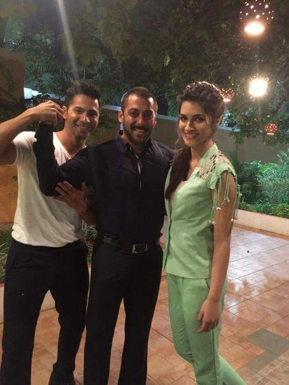 #VarunDhawan and #KritiSanon visit the sets of Bigg Boss 9 and its host, #SalmanKhan yesterday.