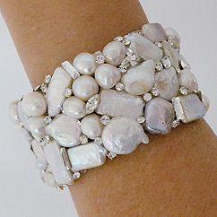 """✧"" Pearl cuff"