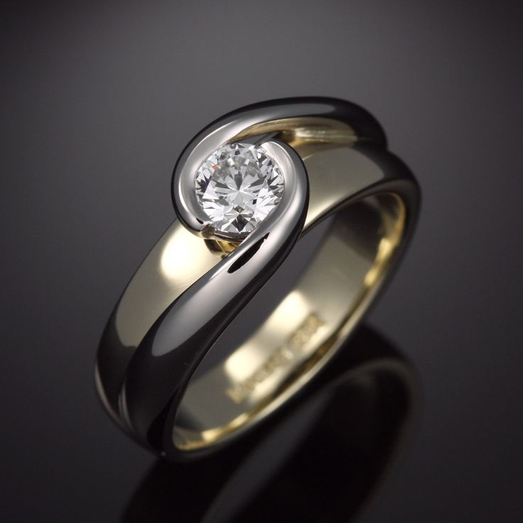 Sophisticated Two Tone Diamond Engagement Ring With Flow
