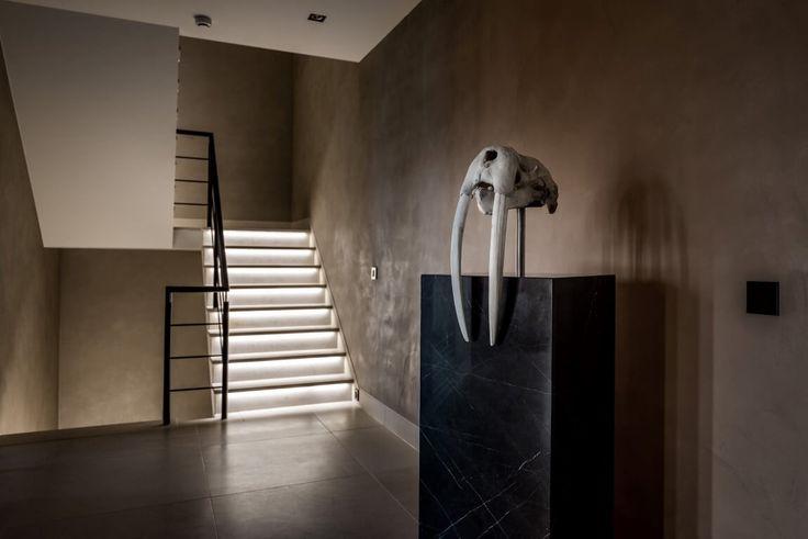 17 beste idee n over trap verlichting op pinterest trap verlichting kelder verlichting en - Gang met trap ...
