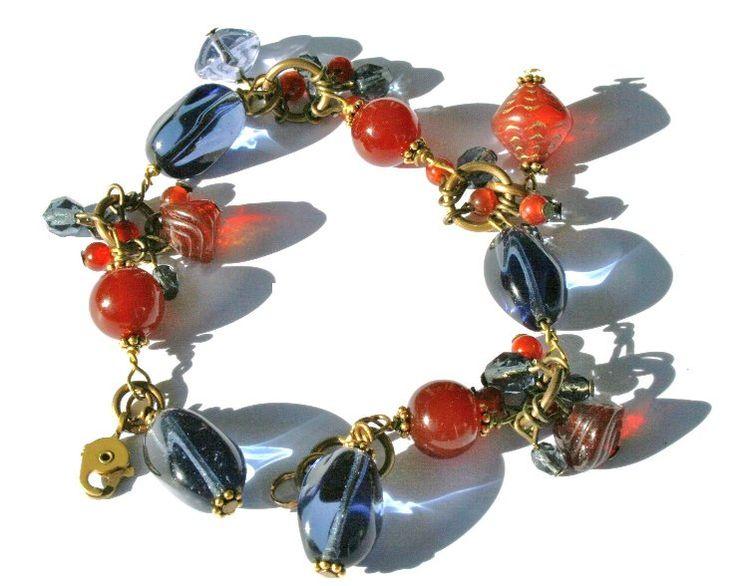 """Armband """"Favorit"""". Armband storlek 19-21 cm. Karneol halvädelstenspärlor blandat med glaspärlor och kristallpärlor. Mässing lås och tillbehör. Kan med fördel användas till vardag och fest. Passar bra t. ex. med jeansfärger."""