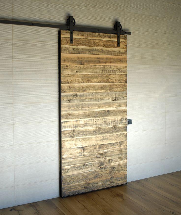 Амбарная дверь лофт. Дверь с амбарным механизмом. Дверь из амбарной доски. Barndoor.
