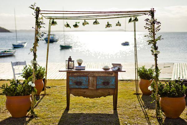 Iate Clube de Búzios: casamento diante da Praia dos Ossos, em Búzios (RJ)