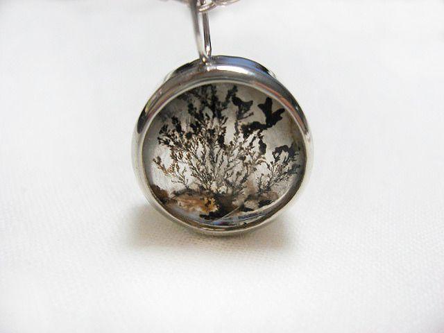 Dendritic quartz necklace.  水晶に樹木の枝状のインクルージョンが内包されたデンドリッククオーツ。自然の風景をを閉じ込めたような神秘的な石です。