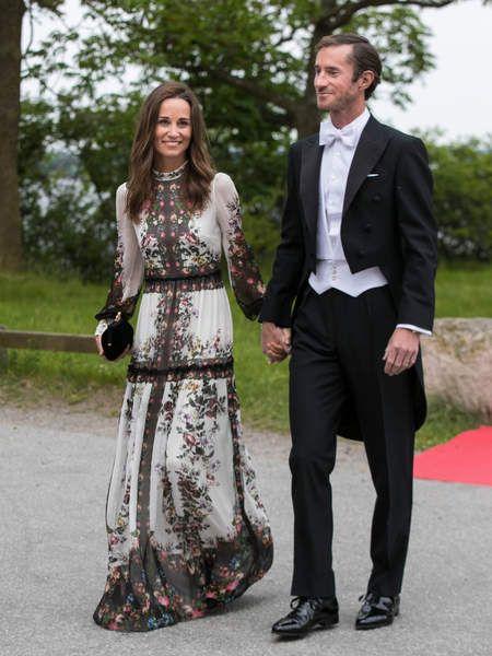 Pippa Middleton très 70's dans sa tenue Erdem termine sa lune de miel en Suède