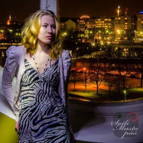 The woman at the window. Helsinki in the night. Photo Soili Mustapää 2013.