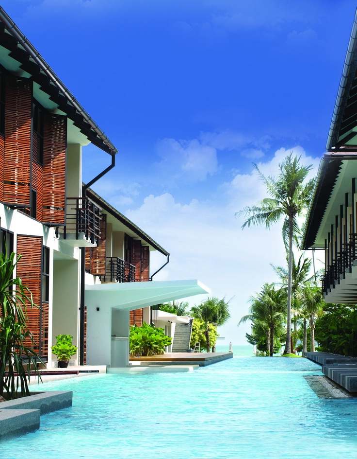 Stay at our new Centra Coconut Beach Resort Samui and we will give you the best low rates! A Superior Pool View room is only Bt 1,410 per night, a Deluxe Pool Access room Bt 1,650, and a Deluxe Villa Bt 1,890. And we include breakfast for two! And if you have up to two kids under 12 years old, they stay with you free of charge!