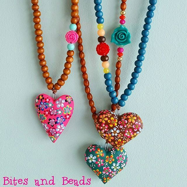 Have a lovely new week Instagram! #sieraden #ketting #handgemaakt #diy #kralen #kraaltjes #hartjes #bloemetjes #kitsch #bohostyle #ibizastyle #bohemianstyle #ibizaketting #ibiza #bohemian #kleurig #vrolijkekleuren #necklace #jewelry #jewellery #handmade #beads #heartnecklace #ibizanecklace #bohonecklace #happycolours #happycolors #craftastherapy #mondiyamoi